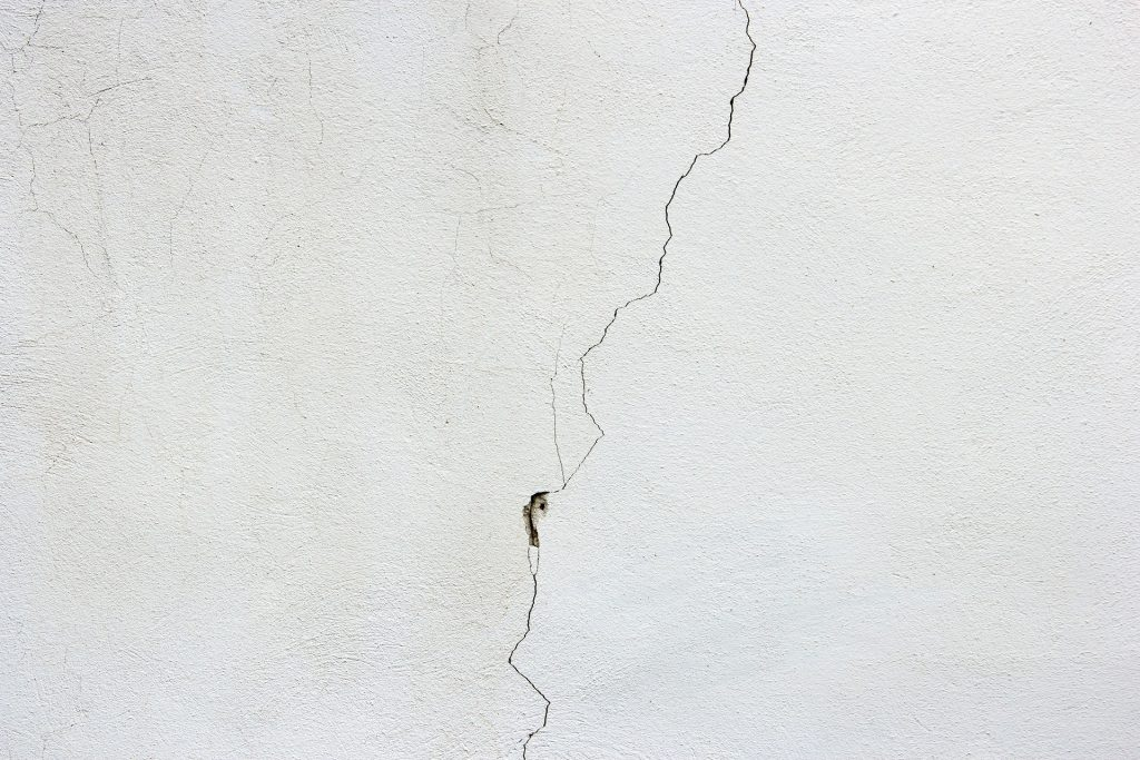 Cracked_White_wall